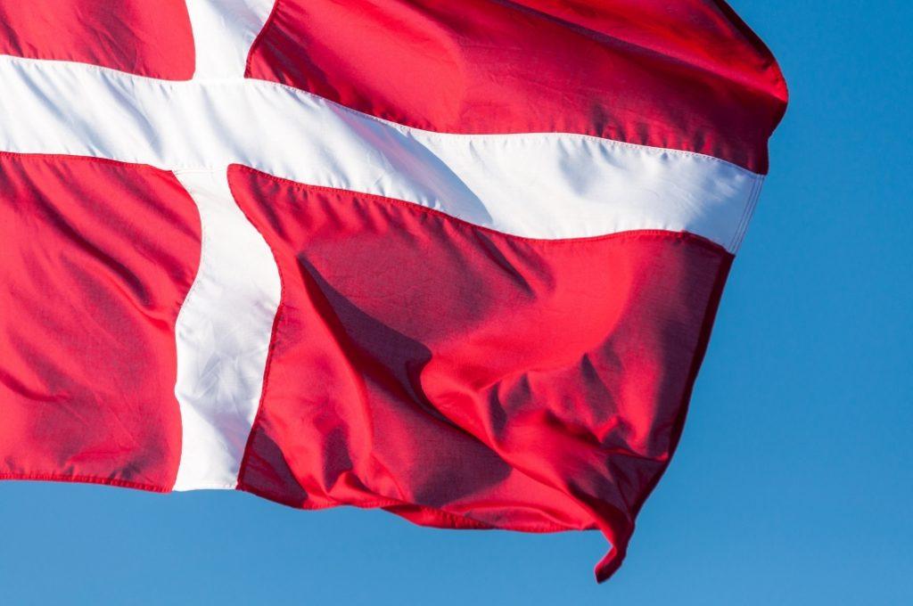 Dansk-Flag-1030x684